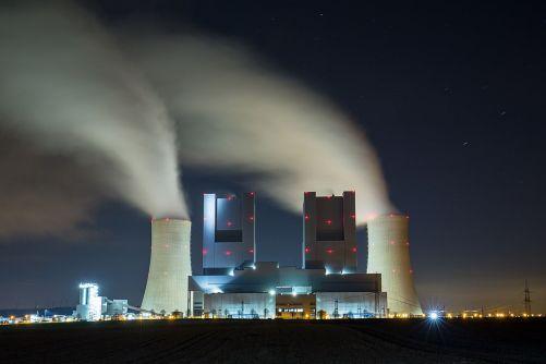 Obrovská moderní uhelná elektrárna Neurath v Německu (zdroj Adobe Stock)