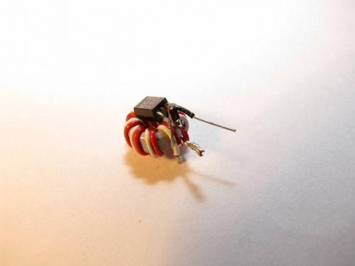 První krok k miniaturizaci obvodu. Zatím jen vynechání DPS a použití SMD rezistoru.
