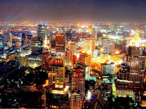 Ve velkých městech v noci pozorovat oblohu nelze (Zdroj Shutterstock)