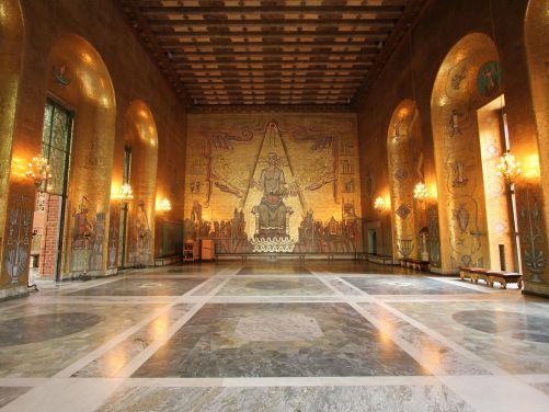 Zlatá síň radnice ve Stockholmu -zde dostali Nobelovu cenu jediní dva Češi: roku 1959 akademik Jaroslav Heyrovský a roku 1984 básník Jaroslav Seifert. (Zdroj Shutterstock)