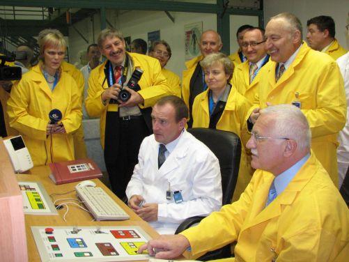 Z návštěvy prezidenta Václava Klause v prostorách školního reaktoru FJFI 3. prosince 2007.