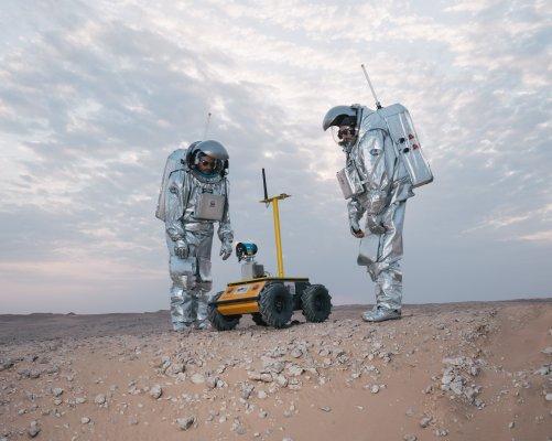 Astronauti Joao Lousada a Stefan Dobrovolny s Husky Roverem z Technické univerzity v Grazu ((c) ÖWF (Florian Voggeneder))