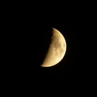 Měsíc nad Vsetínskem (foto autor)