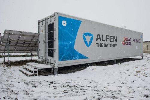 Kontejner s bateriovým úložištěm Solar Global je instalován vedle fotovoltaické elektrárny (zdroj Solar Global)