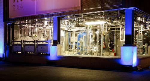 Zkušební linka německé firmy Sunfire v Drážďanech, kde se bude vyrábět syntetické kapalné palivo z vody a CO2 bez použití fosilních paliv a biomasy (zdroj: sunfire GmbH, Dresden / renedeutscher.de)
