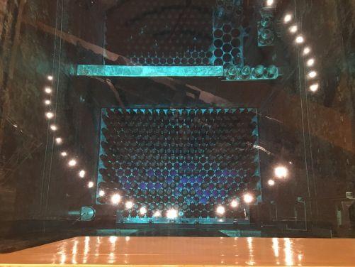 Vyvezené palivo je teď umístěno v bazénu vedle reaktoru. Připravují se jeho kontroly. (Foto ČEZ)
