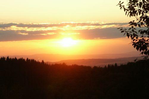 Západ slunce nad Vsetínskem (foto autor)