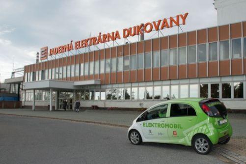 Elektromobil Peugeot iOn u jaderné elektrárny Dukovany (foto: ČEZ)