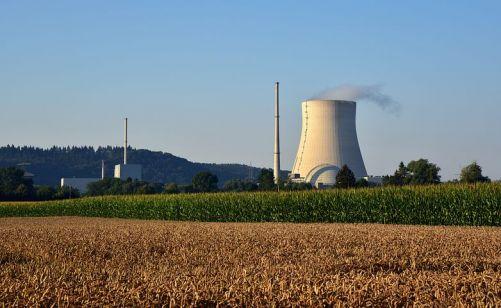 Zatím ještě Bavorsko elektřinu má. Zatím má jadernou elektrárnu Isar. (Zdroj Pixabay)