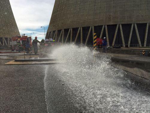 Za minutu dokázali hasiči vyčerpat 50 kubíků vody (foto ČEZ)