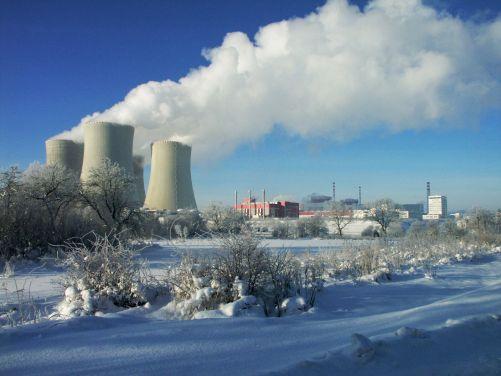Zima výrobě temelínské elektrárny svědčí. Za den vyrobí o stovky megawatthodin elektřiny více než v létě. (Zdroj ČEZ)