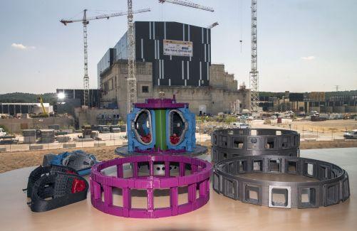 Díky Centru pro energetický výzkum v Maďarsku je nyní ke vzdělávacím účelům k dispozici 3D tištěný model (30 cm × 30 cm) tokamaku ITER v měřítku 1:100 (foto Robert Arnoux, Credit © ITER Organization, http://www.iter.org/)