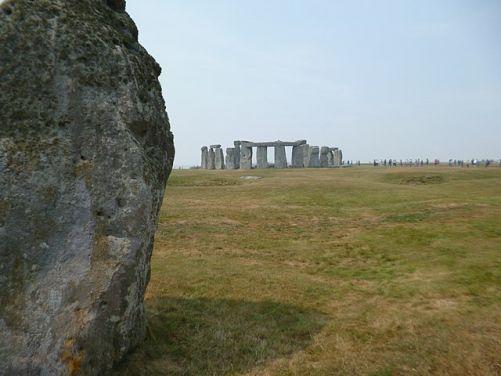 Původní příchod ke Stonehenge, v popředí tzv.