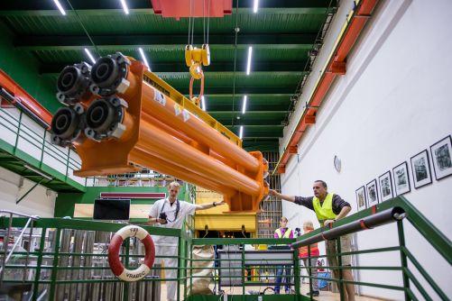 Manipulace s palivem v hale reaktoru Vrabec VR-1 pro budoucí nový školní reaktor VR-2 (zdroj KJR FJFI ČVUT)