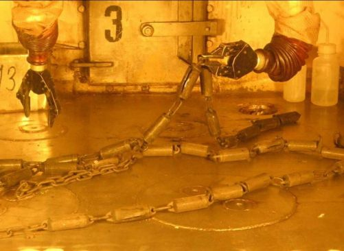 Ukázka manipulace s pouzdry svědečného programu VVER 440/V-213 (foto ÚJV)