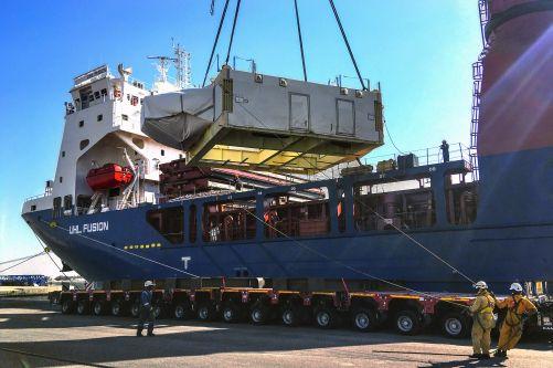 7. března dorazila z japonského Kobe do průmyslového přístavu Marseille cívka č. 12. (Všimněte si prosím jména lodi!) (Foto DAHER, Credit © ITER Organization, http://www.iter.org/)