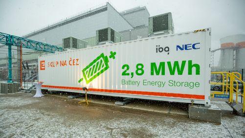 Bateriový systém v areálu Elektrárny Tušimice (zdroj ČEZ)