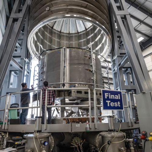 Po náročných testech je první modul centrálního solenoidu připraven k odeslání na staveniště tokamaku ITER. (Kredit: GA a ITER Organization, http://www.iter.org/)