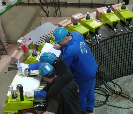 Montáž diagnostických čidel na rotor generátoru (zdroj ČEZ)