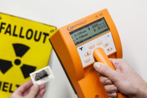 Měření radioaktivního vzorku (zdroj FJFI ČVUT)