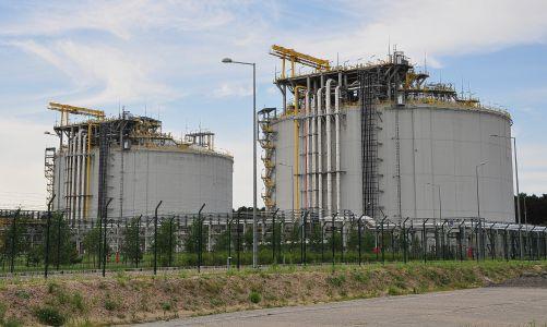 Obří zásobníky na plyn v polském Svinoústí (foto Jerzy Górecki z Pixabay)