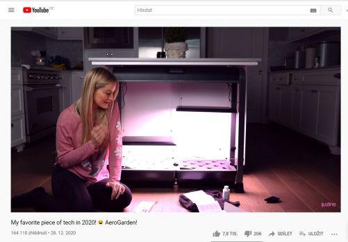 Ilustrační obrázek: Justine představuje svou nejnovější technologii - Aero Garden (domácí bylinkovou hydroponickou zahrádku) (zdroj YouTube)