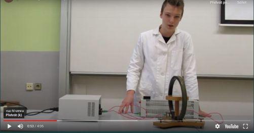 Loňští vítězové z Gymnázia v Moravském Krumlově předváděli pokusy s elektromagnetismem (zdroj ČEZ)