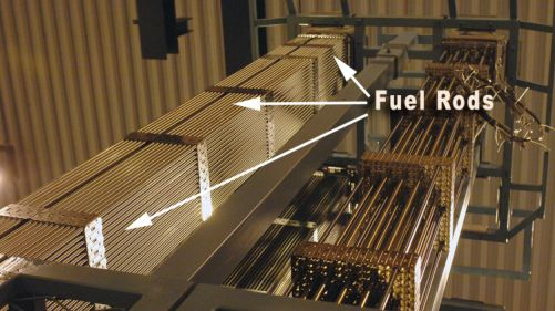 Kazeta složená z palivových tyčí - proutků (foto IAEA)