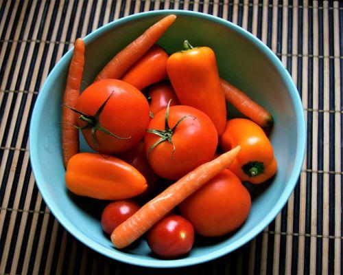Oranžové ovoce a zelenina, stejně jako zelená listová zelenina obsahují karoteny, které se v těle mohou přeměnit na vitamín A (zdroj Pixabay)