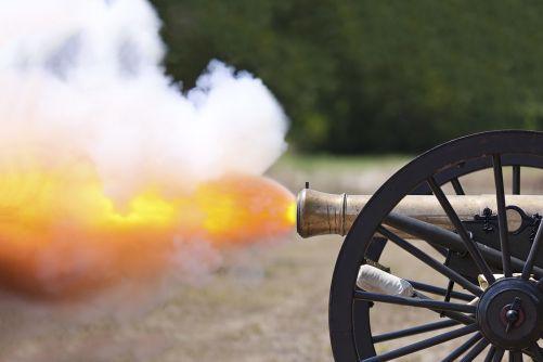 Střelný prach vytvářel při bitvách silnou kouřovou clonu (zdroj Adobe Stock)