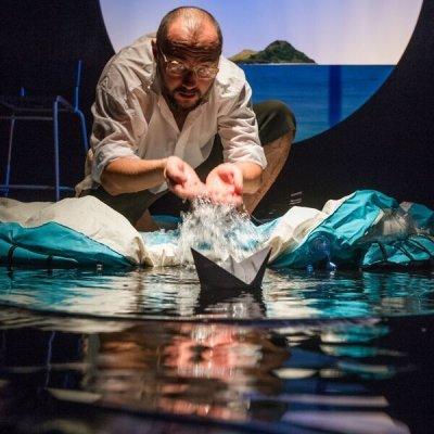 Virtuální moře na scéně Malého divadla (foto Petr Zikmund, Jihočeské divadlo)