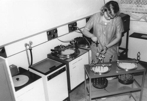Práce v brněnské cejchovně před 45 lety (zdroj ENBRA)