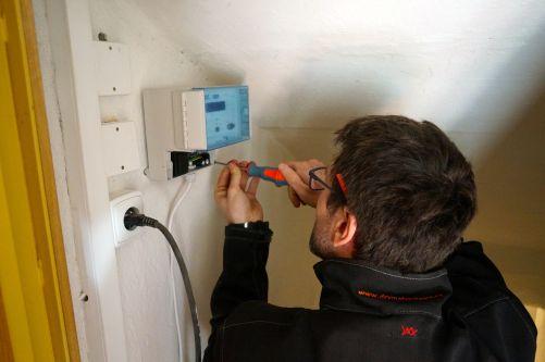 Instalace elektrofyzikální jednotky (Zdroj Drymat)