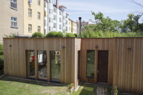Pasivní dům v letňanském vnitrobloku, autoři návrhu: Ing. Michal Šperling a MgA. Václav Odvárka (zdroj: soutěž E.On Energy Globe)