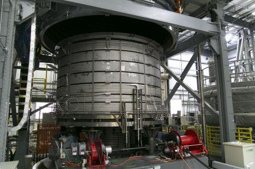 Pec pro tepelné zpracování při 650 °C jednoho modulu centrálního solenoidu tokamaku ITER z nízkoteplotního supravodiče Niob Titan. (Credit © ITER Organization, http://www.iter.org/)