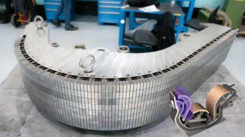 Tento prototyp vnitřního vertikálního terče v měřítku 1:1 byl vyroben evropským dodavatelem AnsaldoNucleare jako součást kvalifikačního výrobního programu. Vnitřní svislý terč (zdůrazněný, vpravo dole) je jednou ze tří částí směřujících k plazmatu, které