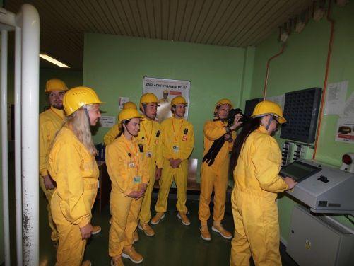 Během prohlídek se studenti podívali i do kontrolovaného pásma elektrárny (foto Pavel Šimák)