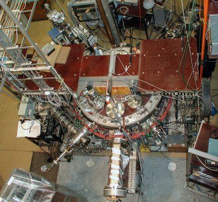 Dědeček všech tokamaků: původně modernizace ruského TM-1, který fungoval v Kurchatově v letech 1963 až 1968, nyní slouží vzdělávacím účelům na ČVUT v Praze pod názvem GOLEM. Na snímku je ovšem tokamak CASTOR. (Credit © ITER Organization, http://www.iter.o