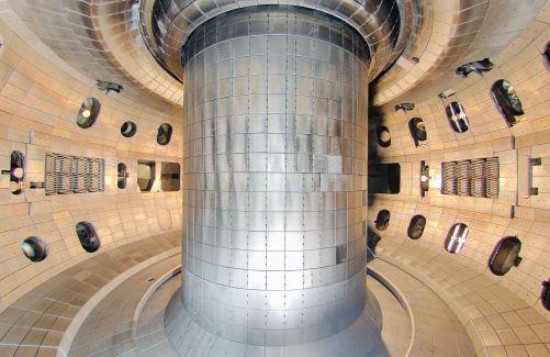 Počítačová vize nového vnitřku tokamaku DIII-D (Credit © ITER Organization, http://www.iter.org/)