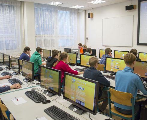 Záběr z finále 7. ročníku IT-SLOT v učebně SSŠVT v Praze na Proseku (zdroj: SSŠVT)