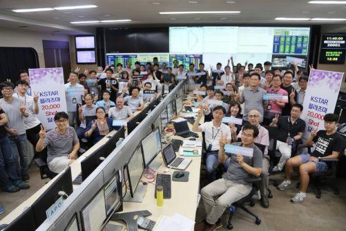 20 000 výstřelů je důvod k radosti celého týmu (Credit © ITER Organization, http://www.iter.org/)