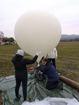 Přípravy na start balónu (zdroj Expedice Mars)